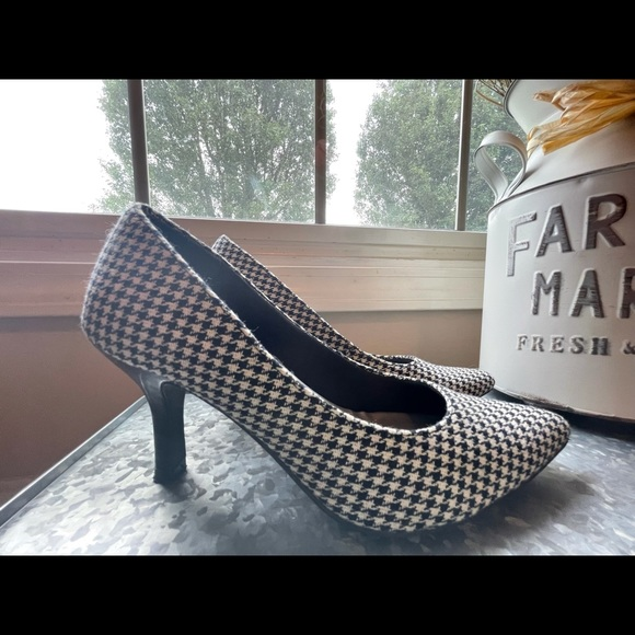Black & White Houndstooth Heels - Size 6